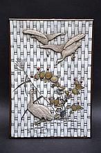 Une boîte japonaise en ivoire, travail Shibayama (10,5x26x18)(*)
