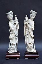 Paire de sculptures chinoises en ivoire 'dames' (h26)