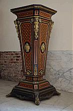 Grand socle Napoleon III en marqueterie et bronze doré (130x60x60)