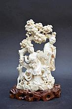 Sculpture chinoise en ivoire '2 dames avec éventails' (18x10)