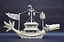 Grand bateau chinois en ivoire et/ou os (67x11)(*)