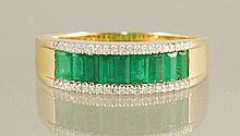 1.32CT EMERALD & DIAMOND RING