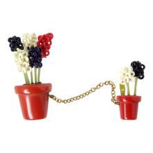 Vintage Bakelite Flower Brooch Set