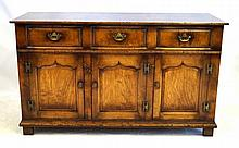 A good quality solid oak Georgian style dresser base, 20th Century The thre
