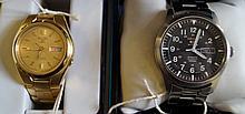 Seiko: Two Seiko Gents bracelet strap wrist watche