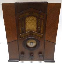 Wooden Table Model Radio
