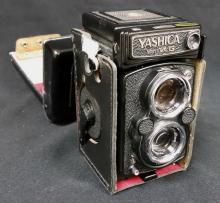 YASHICA MAT 124 G VINTAGE CAMERA
