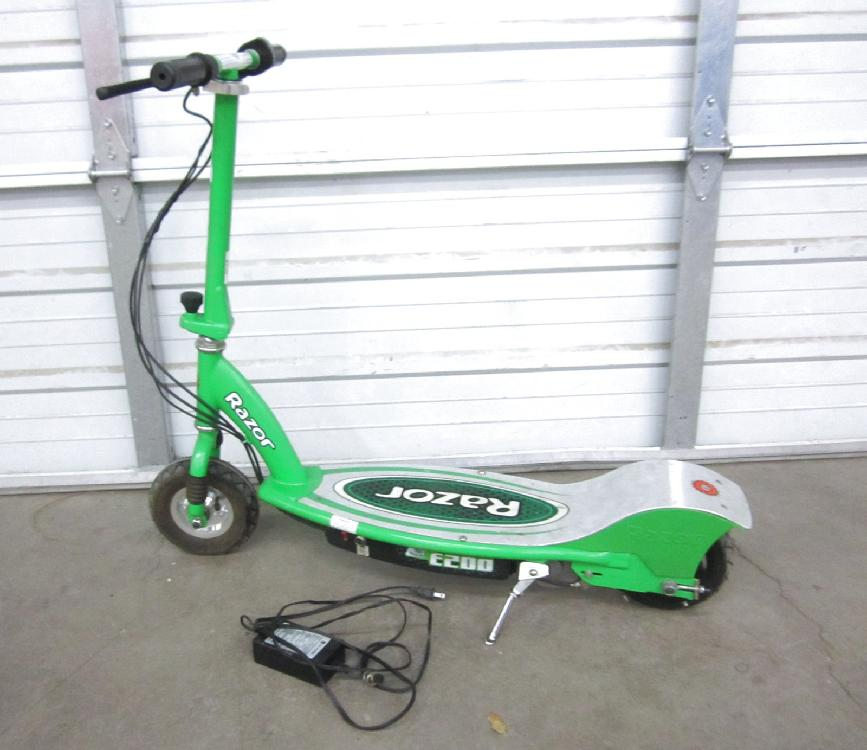 Green Razor Electric Scooter E200 with Charger