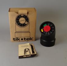 Horlogerie : Horloge à poser TIK TEK dessinée par SP Diskin pour Kirsch Hamilton Associates Circa 1980