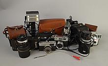 Objet: Lot d'appareils-photo et accessoires divers dont a/ étuis (11 pcs)