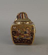 Céramique: Brule-parfum en faience japonaise SATSUMA Epoque Meiji décor polychrome rehauts d'or Fin 19e-Début 20eS H:17cm