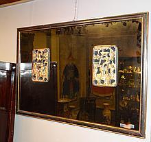 Sculpture: (2) Bois doré chinois ajouré -Personnages dans un jardin- 25x165 19eS dans un cadre miroir doré et frise peinte 71x105cm