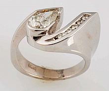 1.00 ct. Pear Shape Diamond & 18k Gold Ring.