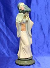 Lladro Figurine Timid Japanese Geisha Girl Chrysanthemum 4990