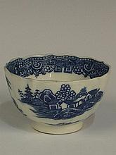 A Caughley Pagoda Pattern fluted teabowl printed