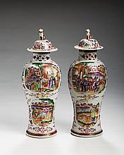 PAIR OF CHINESE EXPORT PORCELAIN 'MANDARIN PALETTE' GARNITURE VASES AND COVERS, CIRCA 1785.