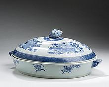 CHINESE EXPORT PORCELAIN BLUE 'FITZHUGH' OVAL WARMING DISH AND COVER, NINETEENTH CENTURY.