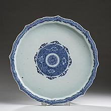 CHINESE EXPORT PORCELAIN BLUE AND WHITE SHAPED CIRCULAR SWEETMEAT SET TRAY, LATE EIGHTEENTH CENTURY.