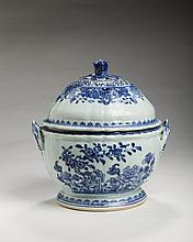 CHINESE EXPORT PORCELAIN BLUE AND WHITE POTPOURRI JAR AND COVER.