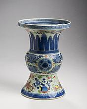 CHINESE EXPORT PORCELAIN ENAMELLED CLOBBERED 'BLUE FITZHUGH' GU-FORM VASE, EARLY NINETEENTH CENTURY.