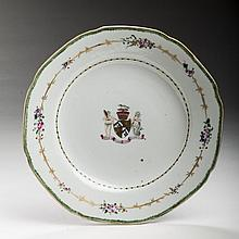 CHINESE EXPORT PORCELAIN ARMORIAL PLATE FOR THE AMERICAN MARKET AND FROM THE WILLIAM ALEXANDER SERVICE, CIRCA 1770.