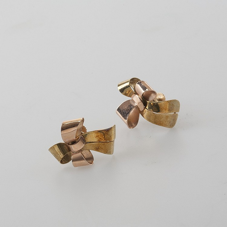 PAIR OF 14K TWO-COLOR GOLD BOW-SHAPED EARRINGS.