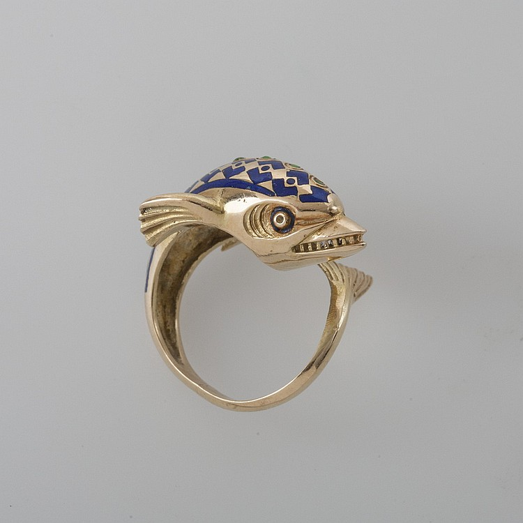 GOLD RING IN THE FORM OF A DOLPHIN.