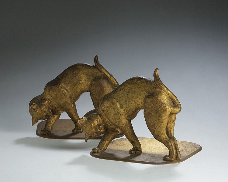 PAIR OF TIFFANY STUDIOS BRONZE FIGURAL BOOKENDS IN THE FORM OF CATS WITH ARCHED BACKS, FIRST QUARTER TWENTIETH CENTURY.