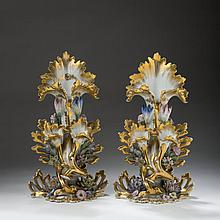 PAIR OF PARIS PORCELAIN PAINTED AND GILT VASES, MID-NINETEENTH CENTURY.