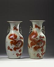 PAIR OF CHINESE EXPORT PORCELAIN VASES, NINETEENTH CENTURY.