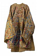 CHINESE SILK ROBE EMBROIDERED WITH DRAGON AND CLOUD MOTIFS, NINETEENTH CENTURY.