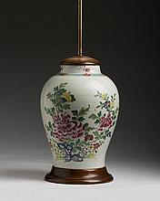 CHINESE EXPORT PORCELAIN FAMILLE ROSE VASE.