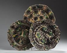 THREE STAFFORDSHIRE CREAMWARE TORTOISESHELL-GLAZED PLATES, CIRCA 1765.