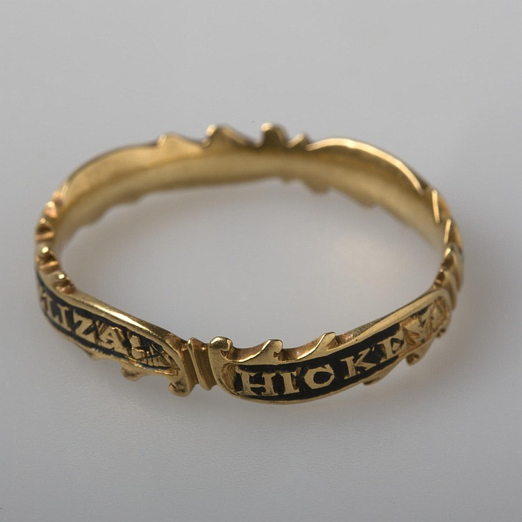 GOLD MOURNING RING IN MEMORY OF ELIZABETH