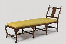 HOSMER FAMILY QUEEN ANNE MAPLE COUCH OR DAY BED, EASTERN MASSACHUSETTS, CIRCA 1735-1755.