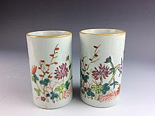 Pair of  Chinese porcelain pot, famille rose glazed