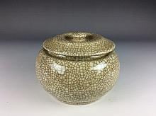 Chinese porcelain pot with lid, Song ge style