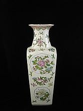 A large Fine Chinese Export  Famille Rose Porcelain Vase