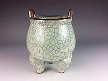 Important Rare Chinese porcelain, Ge crackle line 3-foot censer