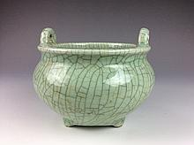 Fine Chinese Song Ge ware style porcelain censer