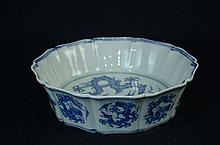 Fine Chinese Ming style blue and white pot