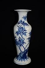 Great Chinese blue and white porcelain vase