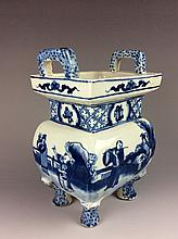 Vintage Chinese blue and white cencer,