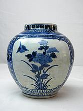 ANTIQUE CHINESE BLUE AND WHITE VASE MING DYNASTY