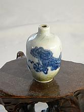 CHINESE ANTIQUE BLUE AND WHITE SNUFF BOTTLE LIONS