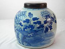 CHINESE ANTIQUE BLUE AND WHITE JAR QIAN LONG WITH LID