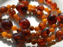 CHINESE ANTIQUE BUTTER SCOTCH AMBER NECKLACE