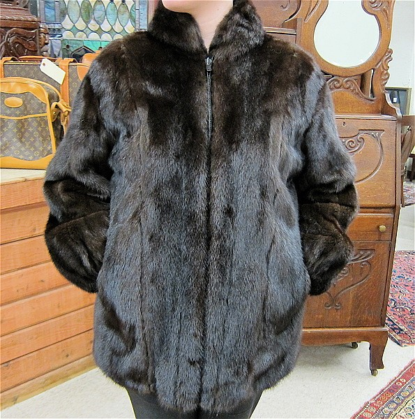 LADY'S OSCAR DE LA RENTA MINK COAT, dark brown