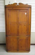 PINE CORNER CUPBOARD, American, 19th century, with