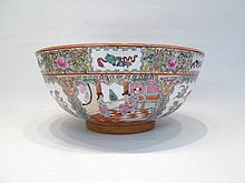 CHINESE PORCELAIN ROSE MANDARIN BOWL depicting cou